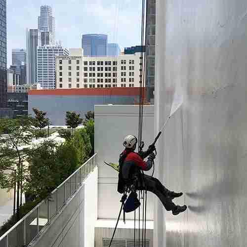 Los Angeles building pressure washing contractor