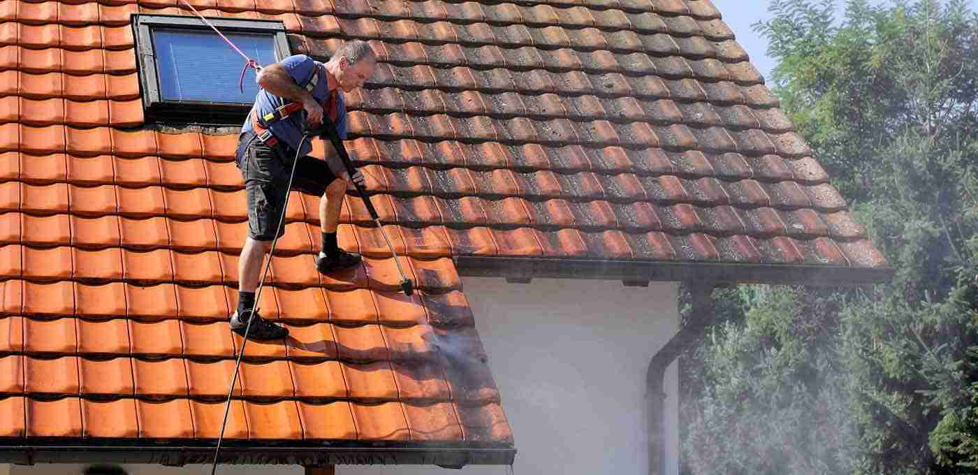 roof_cleaning_1400x680